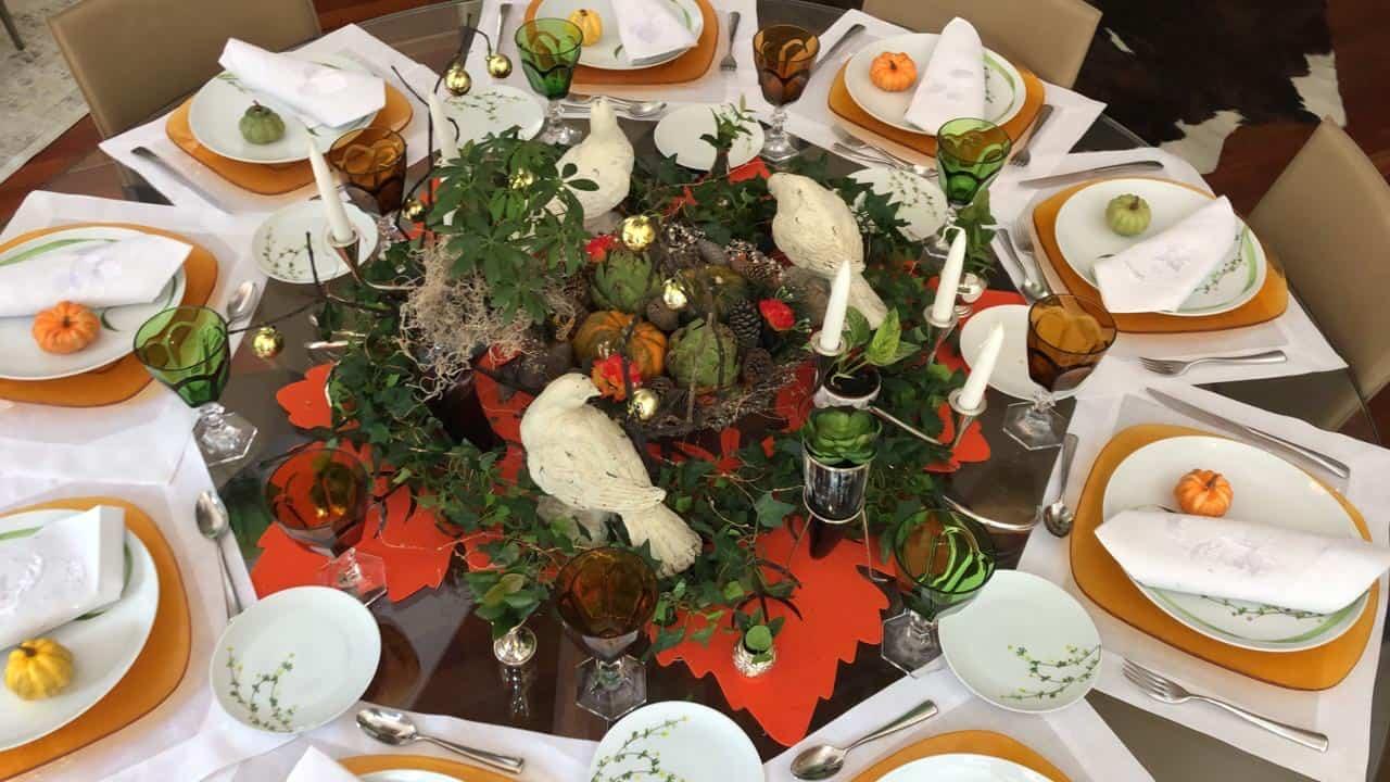 Piensa en la felicidad de tu familia cuando vean la decoración de la mesa de Halloween llena de detalles hermosos.