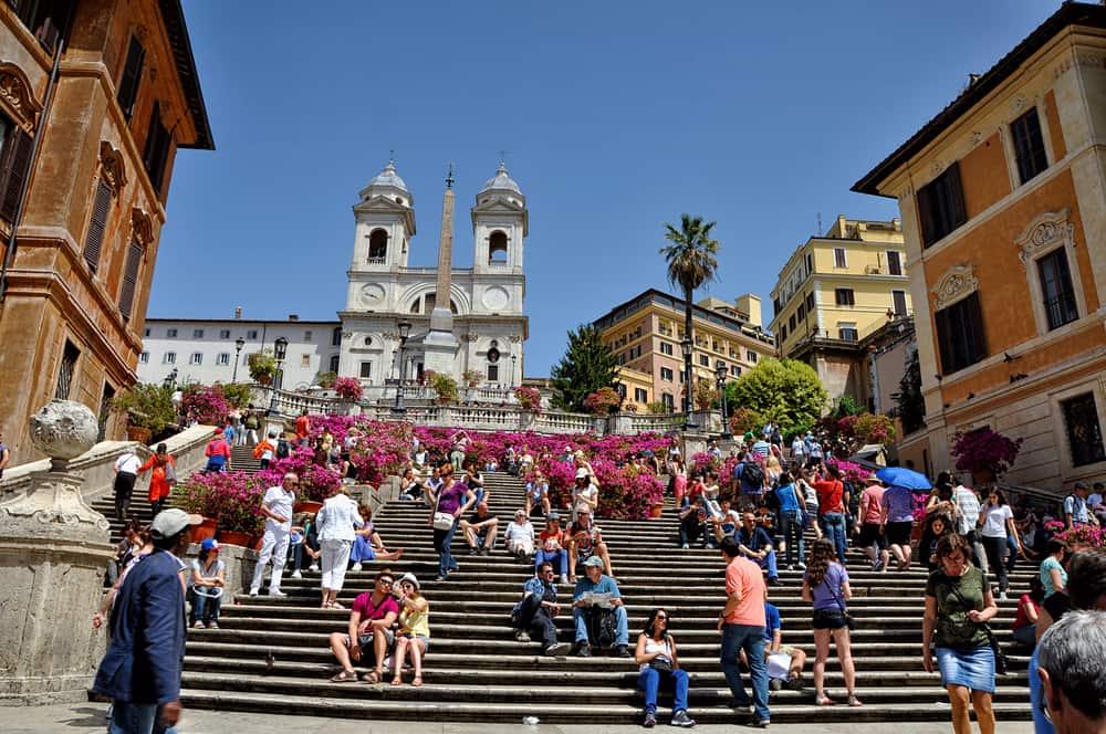 Disfruta de un día soleado en las escalinatas de Piazza Spagna