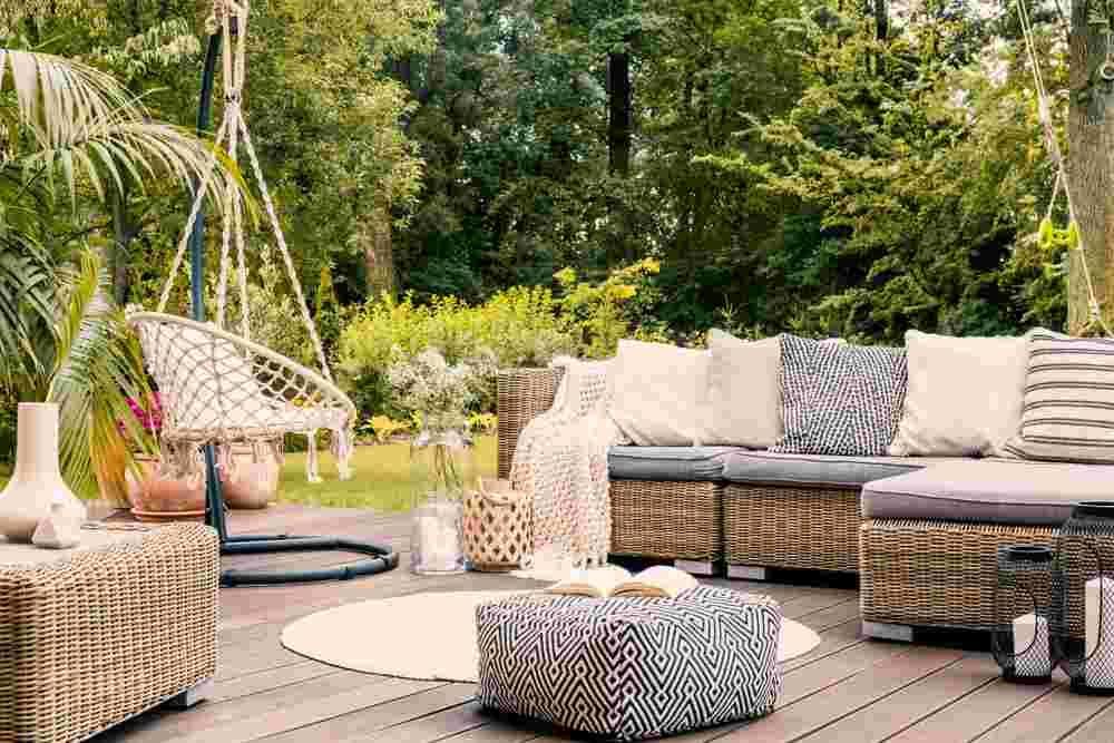Los muebles de exteior debes dejarlos en la terraza. Ellos están hechos con materiales que soportan la intemperie