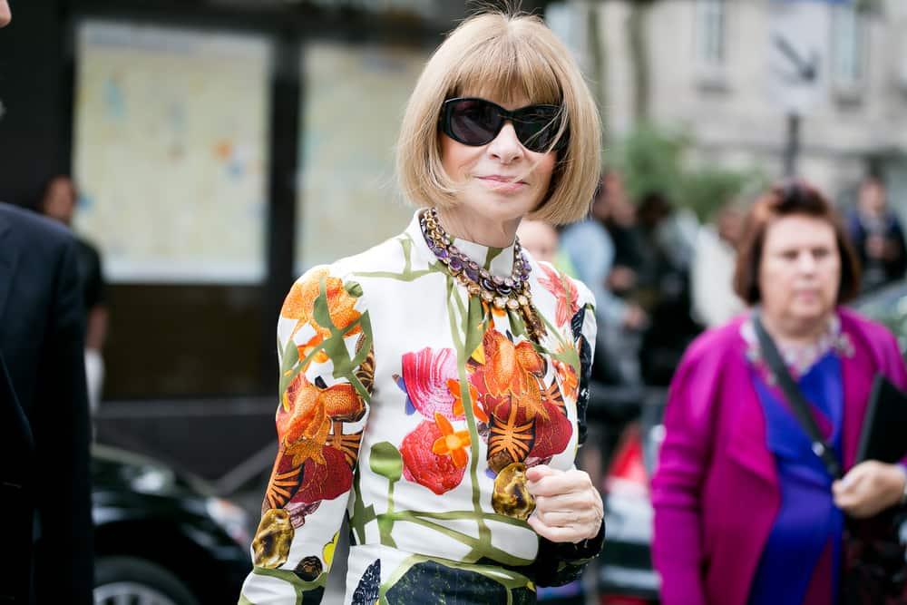 El flequillo es caracteristico de la Directora de Vogue, Anna Wintour.