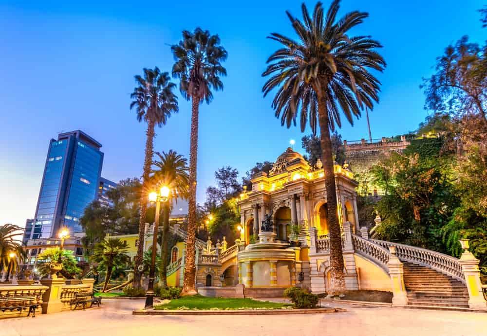 Santiago en Chile es una ciudad en Ameríca del Sur mundialmente conocida por la belleza de su vegetación y por ser una ciudad del primer mundo. Destino ideal para una Sibarita