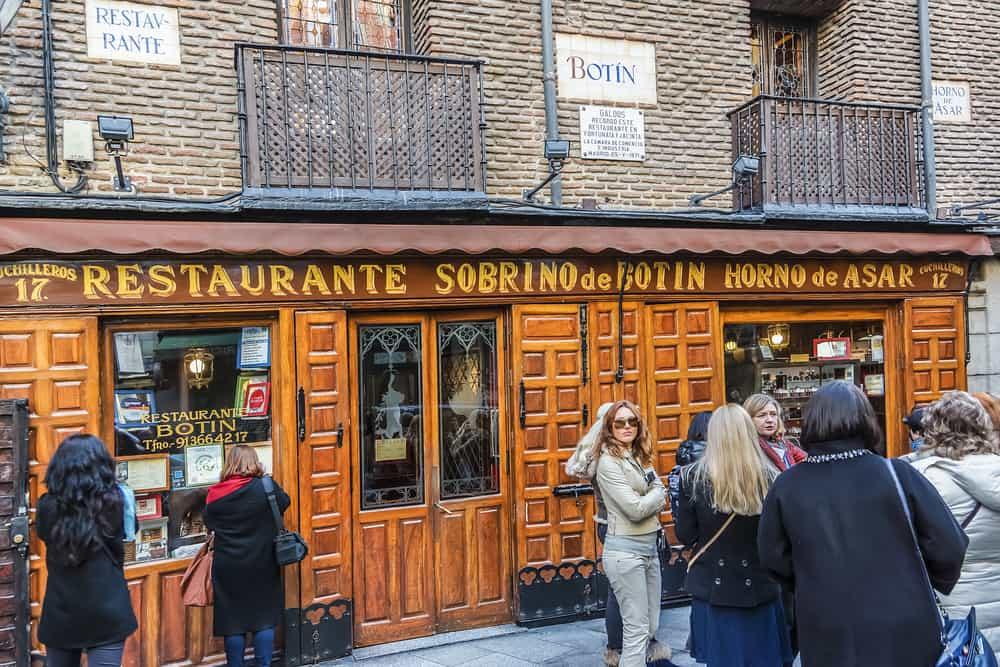 En Calle de los Cuchilleros 17 está el restaurant más viejo del mundo: El botín. Un lugar que una mujer Sibarita debe conocer