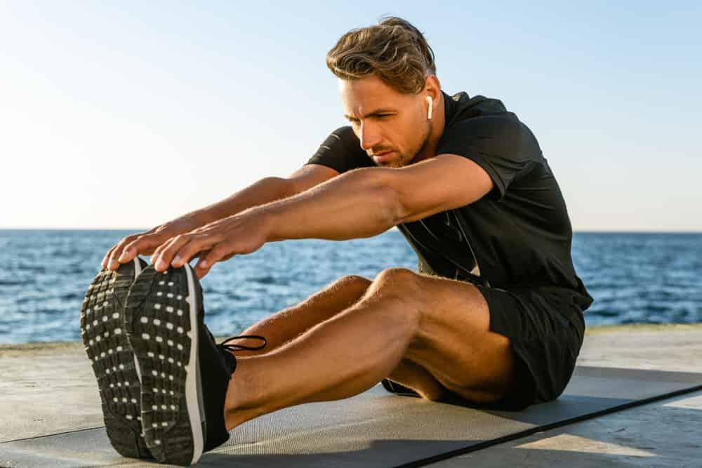 Para mantener los ligamentos en buenas condiciones debes estirarte antes y después de ejercitar.