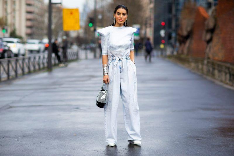 La ropa monocromática ayuda a que el talle se vea más alargado.