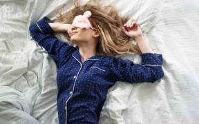 Dormir entre 7 y 9 horas diarias fortalece tu sistema inmunitario.