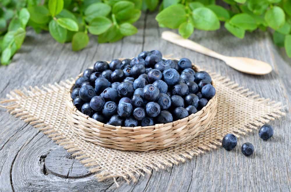 Las frutas son una opción saludable para las meriendas.