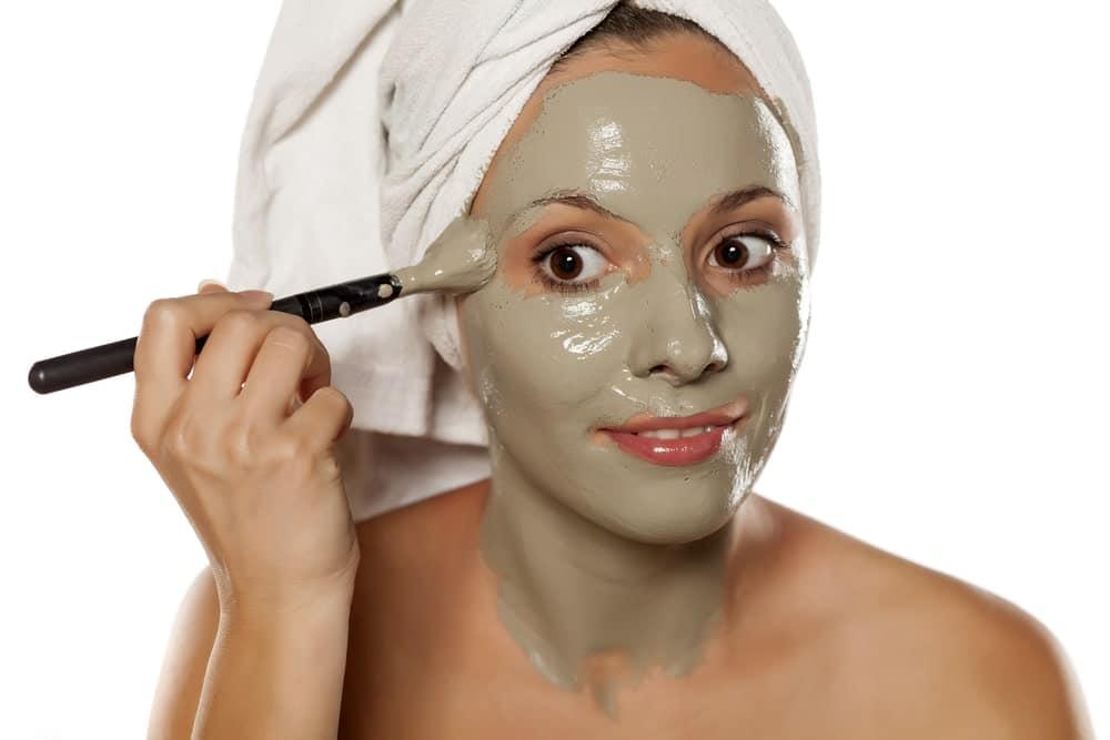 Los productos naturales son ideales para cuidar la piel del cuello y el rostro. Prepara tu mascarilla en casa.