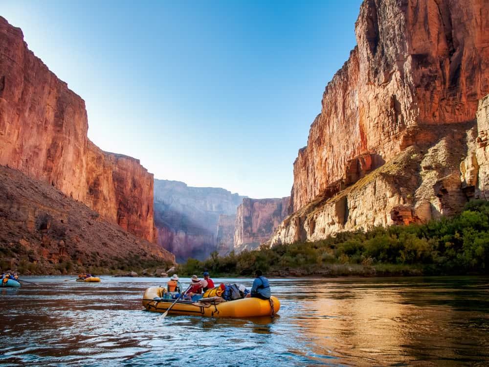 El Gran Cañon del Colorado te inspirará a hacer senderismo, rafting, y otros deportes conectado con las bellezas de la naturaleza.